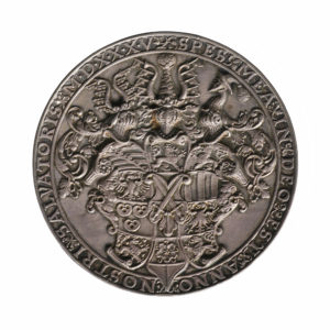 The reverse of the medal displays an elaborately detailed coat of arms.